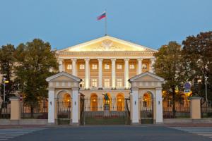 Здание Смольного института